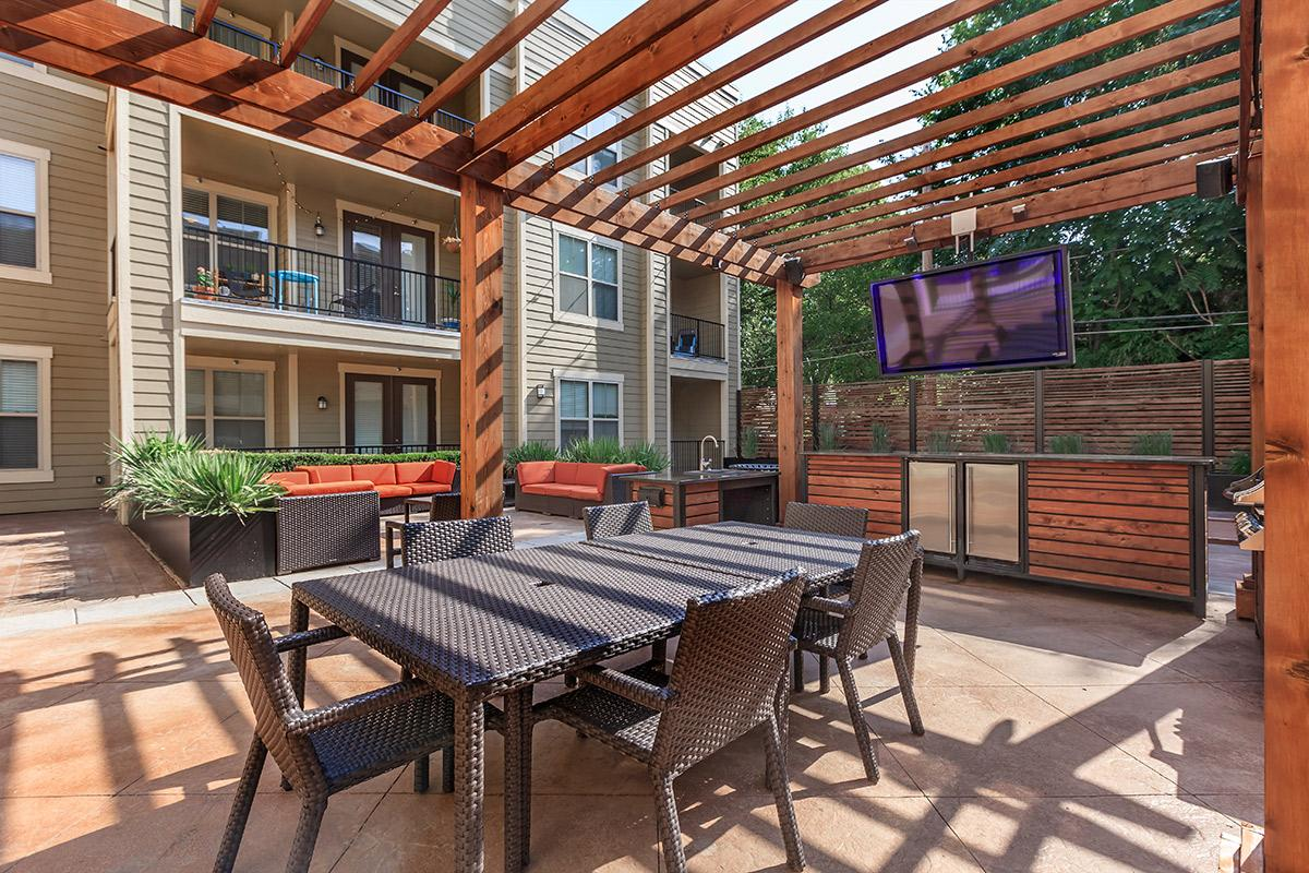 West 39th Street Apartments, Kansas City - (see pics & AVAIL)
