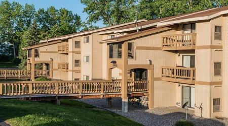 Live at Aspen Lakes Apartments