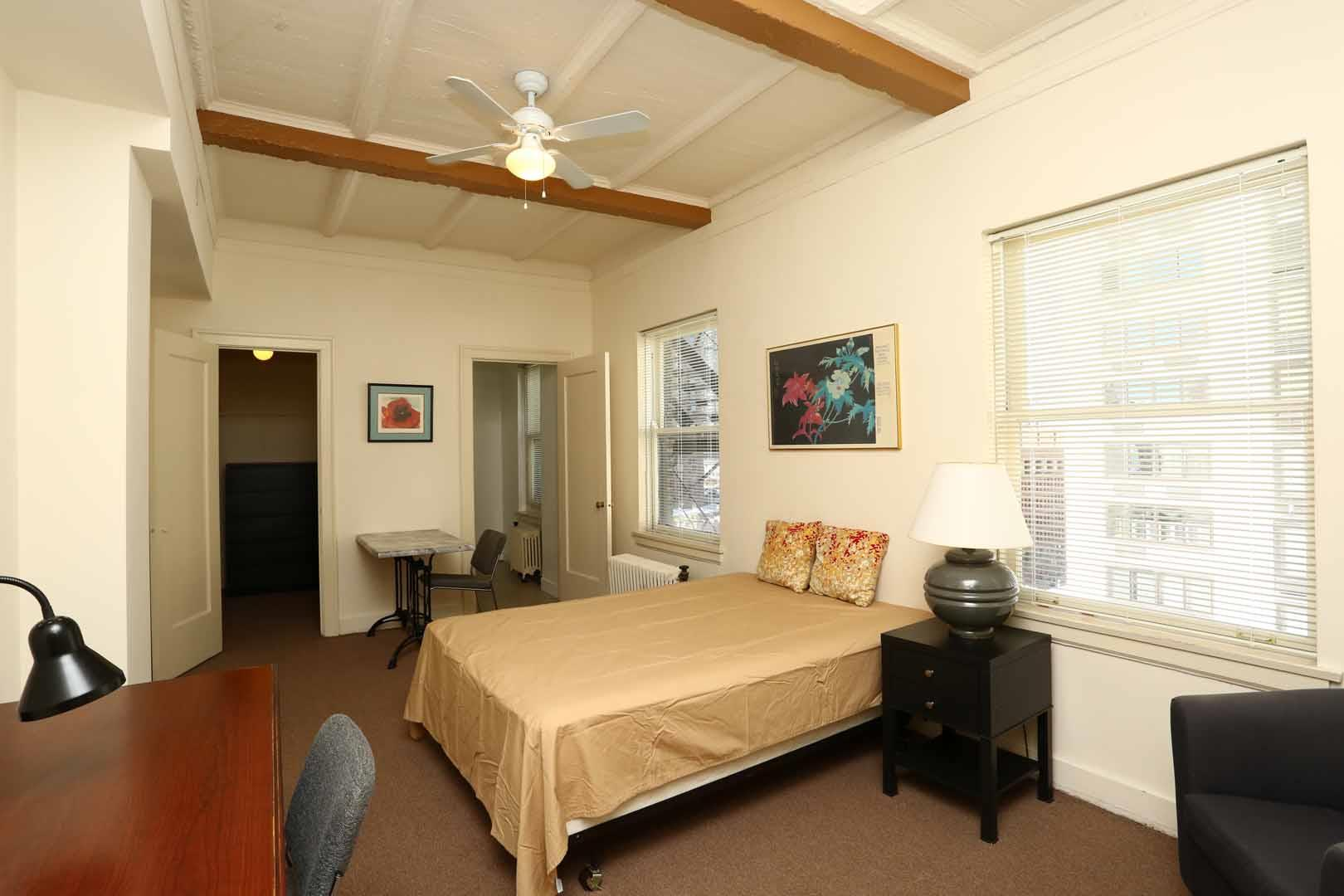 Canterbury Court Apartments, Chicago - (see pics & AVAIL)