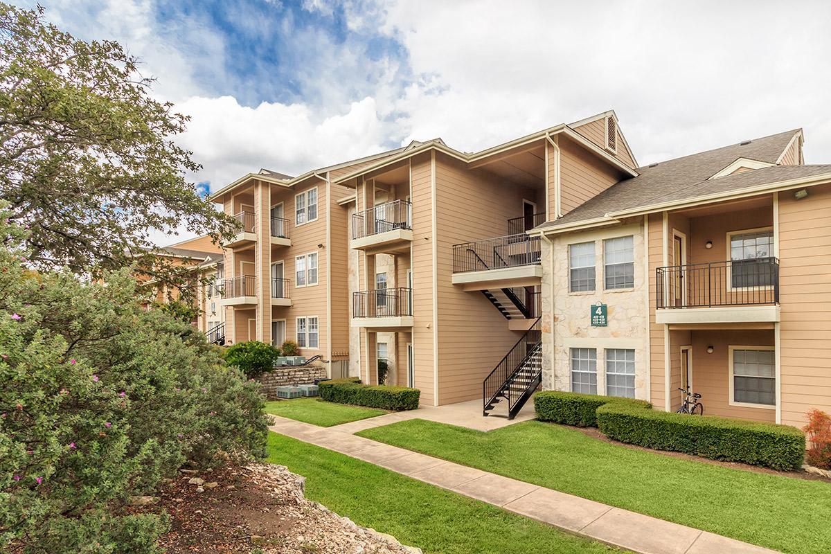 Superieur Mention Us. Rent Here. Claim $200. | ApartmentSearch.com