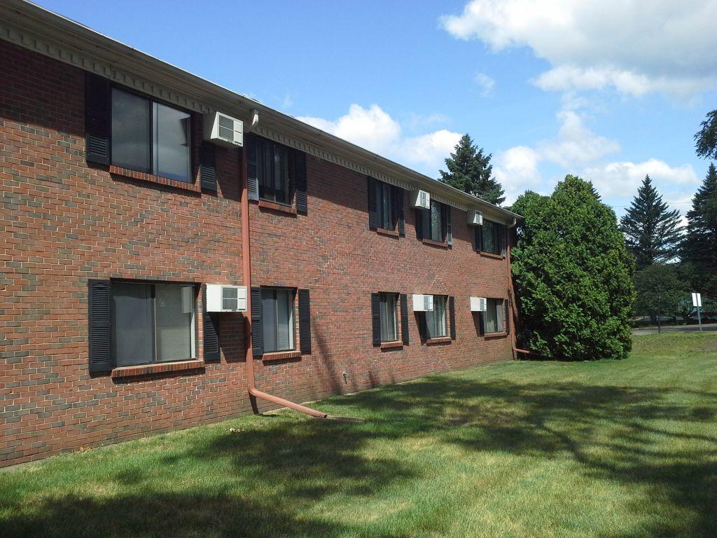 Williamsburg Apartments, Hudson - (see pics & AVAIL)