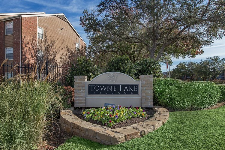 Towne Lake Village Image 6