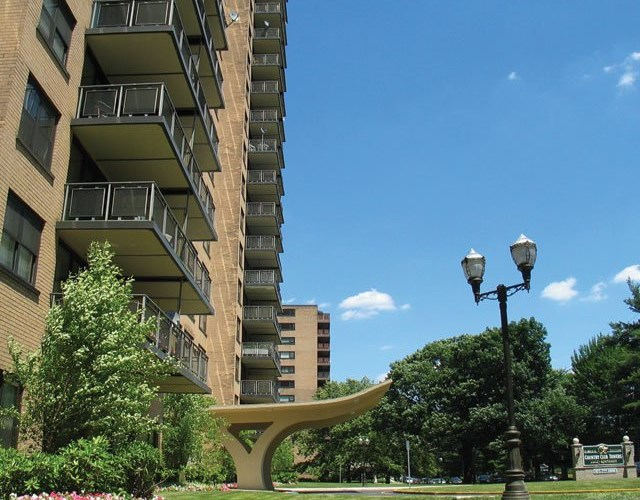 Country Club Towers Image 12