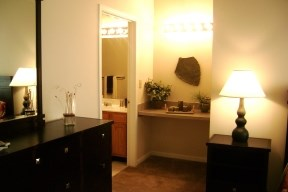 2 bdrm Queen Master with private bath and desk
