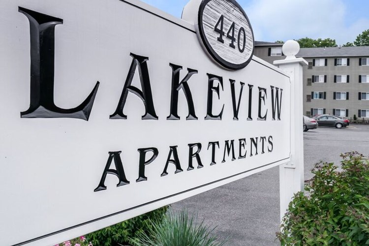 Lakeview Apartments Image 1