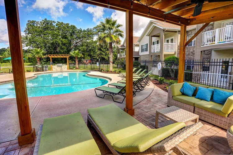 Apartments At Majestic Oaks Pensacola