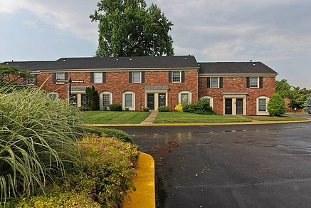 Charlestown Of Douglass Hills Apartments Louisville