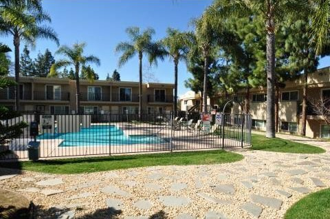 Helix De Oro Apartment Homes Image 1