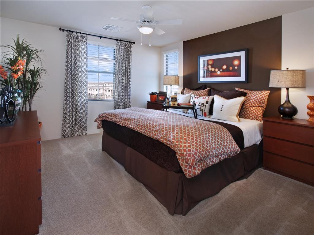 Everett Apartment Homes, Las Vegas - (see pics & AVAIL)
