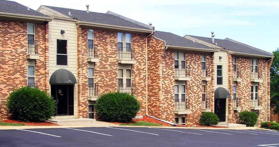 Bristol Square Apartments, Omaha - (see pics & AVAIL)
