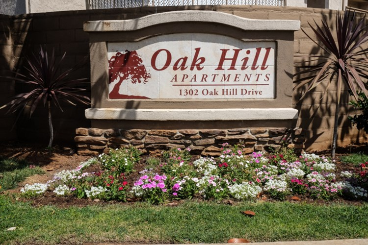 Oak Hill Apartments Image 1