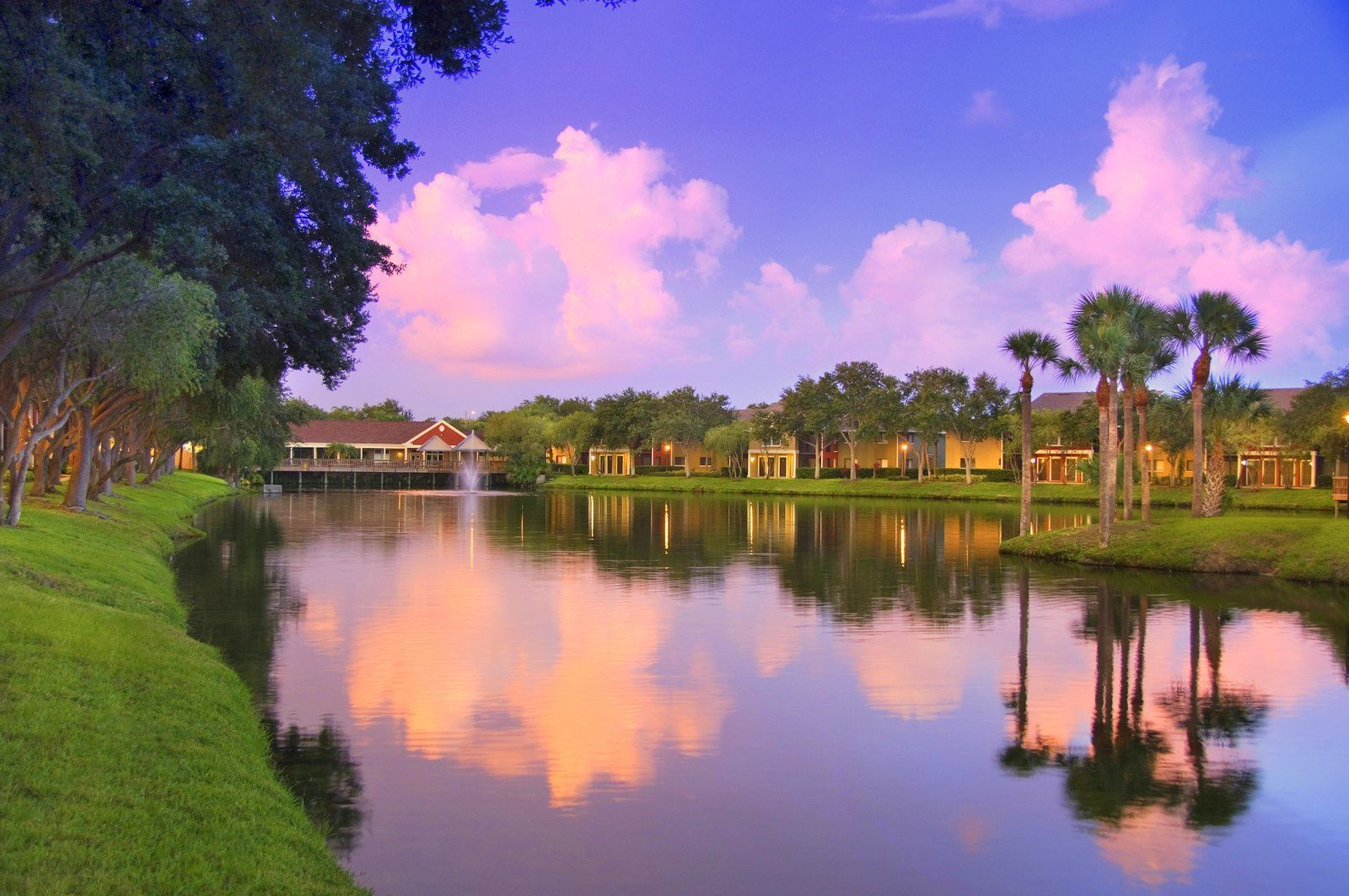 Island Walk Apartment Homes, Tampa - (see pics & AVAIL)