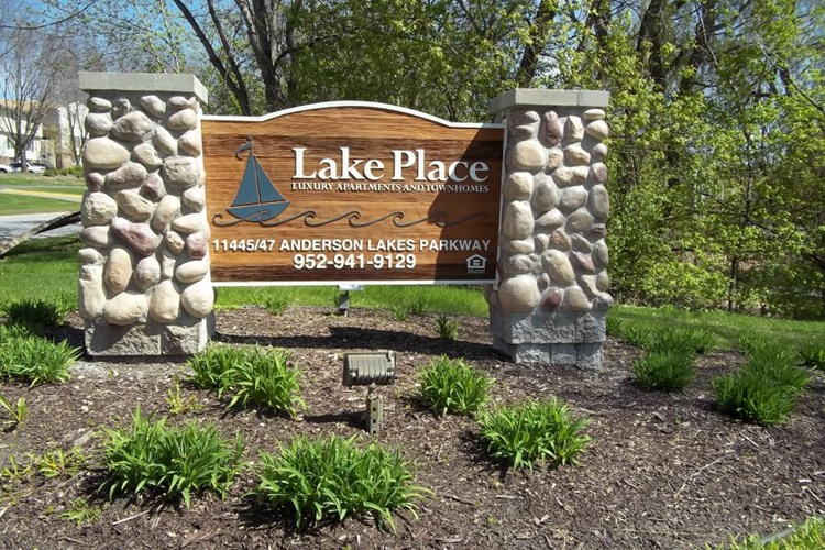 Lake Place Apartments and Townhomes Image 2