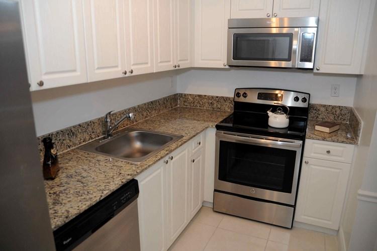 Apartments at Fontainebleau Milton - Miami