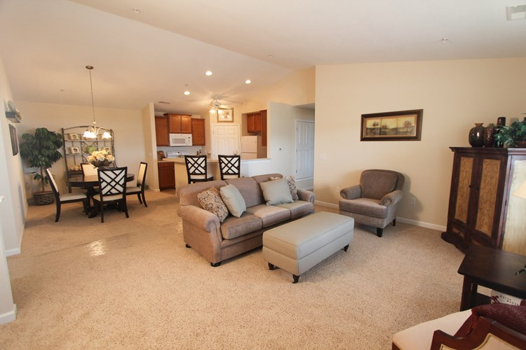 Fox Chase Luxury Apartments Image 9