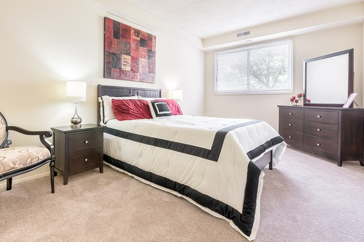 Apartments at Pine Ridge Apartments - Willoughby Hills