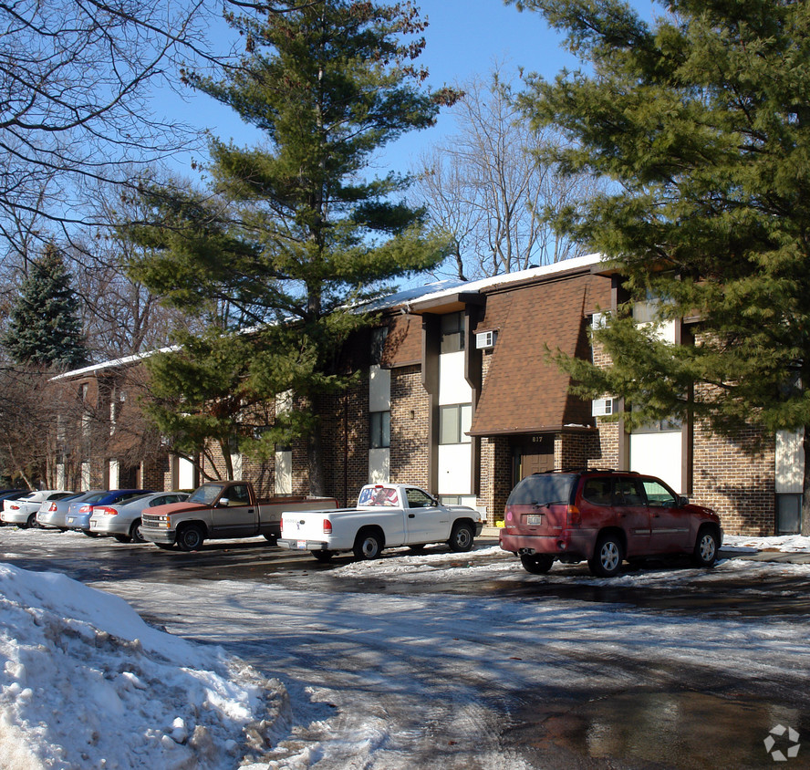 Briar Cliff Woods and Cambridge Woods rental