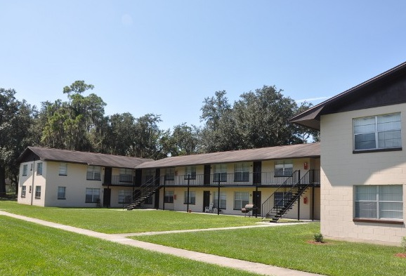 Colonial Square Apartments