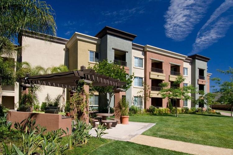 Apartments At Amli Warner Center Woodland Hills