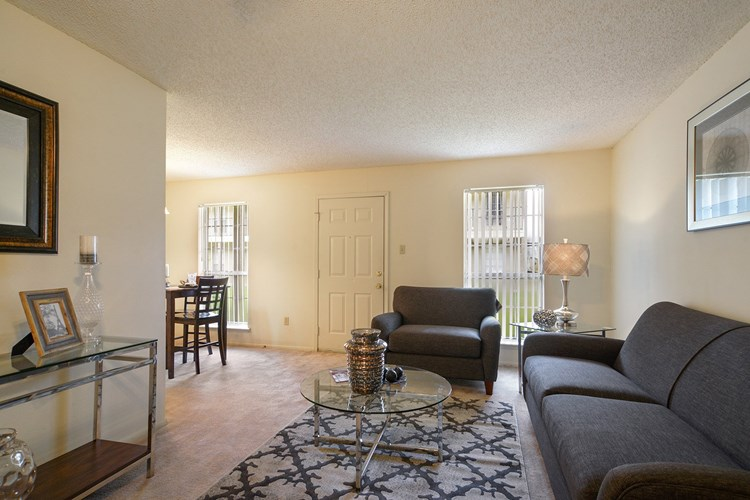 Ole London Towne Apartments Image 7