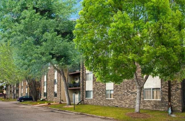 Find Apartments for Rent at Burnsville Pointe Apartments