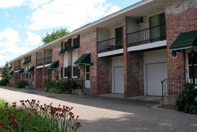 New Orleans Court Apartments and Townhomes Image 2