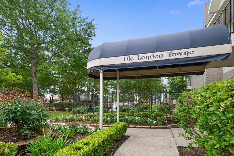 Ole London Towne Apartments Image 5