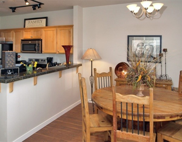 1BD/1BA Dining Area