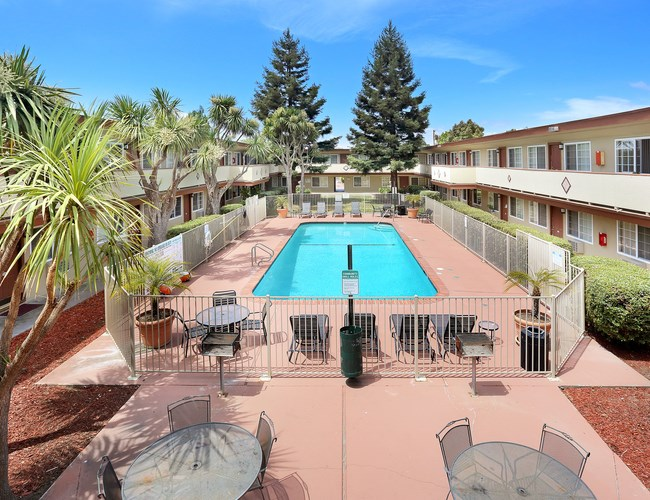 Paseo Gardens Apartments Image 1