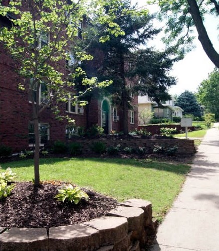 Apartmentsearch Com: Apartments At The Green Lodge - Omaha